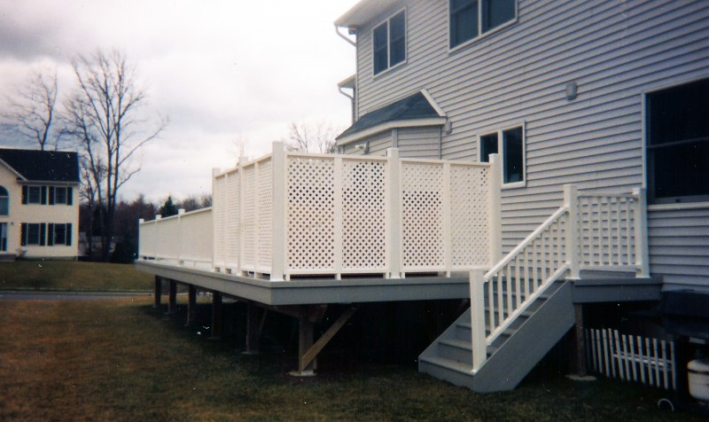 Synthetic Deck w/ Lattice